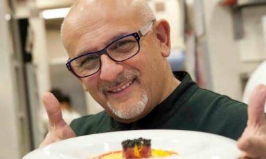 Un grande chef per due appuntamenti ad altissima qualità. Lunedì 25 e martedì 26 maggio, solo a pranzo, sarà Claudio Sadler, dell'omonimo ristorante milanese, a dominare i fornelli di Italian Contemporary Chefs, la sezione di Identità Expo che passa in rassegna i migliori nomi della cucina tricolore. Ipranzi a Identità Expo sono dalle 12.30 alle 15.30 e costano 75 euro, vini inclusi. Per prenotazioni si può scrivere aexpo@magentabureau.it oppure telefonare allo +39.02.62012701