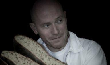 Christophe Vasseur, titolare della panetteria Du Pain et des Idées al34 di rue Yves Toudic, Parigi, telefono+33.(0)1.42404452. Imperdibili i pan au chocolat del mattino. E non solo quelli