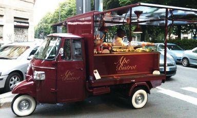 Ape Bistrot, Milano, mini-food truckmilanese dallo stile retrò, evoca l'atmosfera dei vecchi bistrot francesi