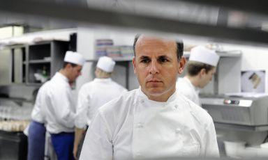 Alois Vanlangenaeker, classe 1966, chef belga dei ristoranti Zass e Carlino del San Pietro hotel di Positano (Salerno). Prima dell'esperienza in Costiera Amalfitana, il cuoco è stato responsabile di cucina del Don Alfonso di Sant'Agata sui Due Golfi per 8 anni (1992-2000), guadagnando la terza stella nel 1997, poi persa nel 2001