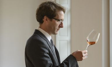 Last week Vincent Chaperon, oenologist of the famous French maison Dom Pérignon, presented the 2005 vintage of the rosé Champagne: Chardonnay, Pinot Noir from the best Grand Cru plus some extra red wine, also from Pinot Noir grapes