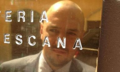 Giuseppe Palmieri, maître and sommelier, reflected on the plate of Osteria Francescana in Modena, +39.059.210118. He will have the task of opening the day dedicated to Identità di Sala, in the Blue Hall 1, on Sunday February 10th in Milan, at 10.30 a.m. Talks by Josep Roca, Alessandro Pipero, Davide Groppi, Raffaele Alajmo, Umberto Giraudo e Marco Reitano and Antonio Santini