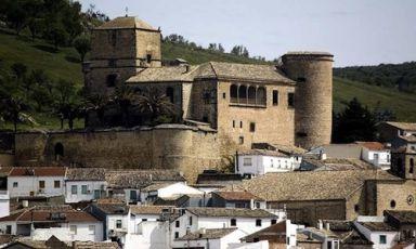 Lo scenario del Castillo de Canena, azienda spagnola con oliveti sulle montagne di Cazorla, Andalusia. Ne esce tra gli altri un sensazionale monocultivar di Royal, varietà autoctona quasi scomparsa. Nella guida Flos Olei 2013 compaiono i nomi di 488 aziende da 45 paesi del mondo