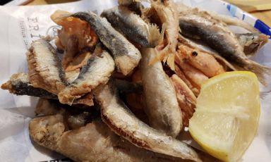 Una delle celebri fritture di pesce di Pasquale e