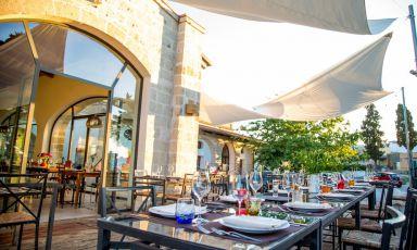 Gli spazi esterni del ristorante X Food diSan Vito dei Normanni (Brindisi)