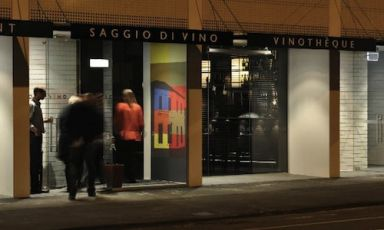 The entrance to Saggio di Vino in Christchurch, 17