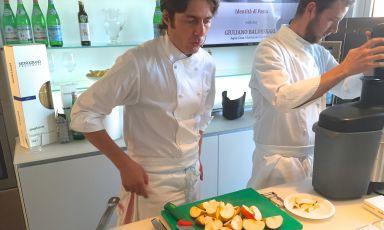 Giuliano Baldessari protagonista ieri di Identità di Pasta, l'appuntamento in collaborazione con Pastificio Felicetti. Ha preparato Spaghettoni Matt Felicetti al pomo d'oro... ossia niente pomodori, ma mele