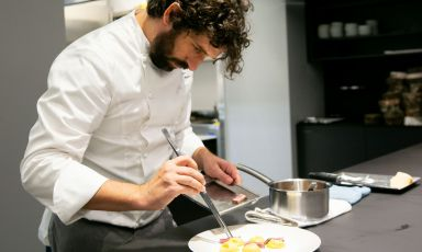 Matias Perdomo, al pass di Identità Golose Milano. Chef di Contrastea Milano, vive e lavorain Italia dal 2001 (foto Sonia Santagostino)