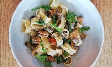 Pasta con cozze e vongole in bianco: ricetta di Ribaldone facile da fare a casa