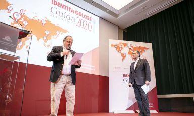 Paolo Marchi e Claudio Ceroni sul palco, durante la presentazione della Guida Identità Golose 2020. Tutte le foto sono Brambilla-Serrani