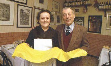 Mirella Del Nevo (1927-1986) e Giuseppe Cantarelli (1919-1992), moglie e marito alla guida della mitica trattoria Cantarelli, chiusa il 31 dicembre 1982. La loro lezione è diventata un modello per la cucina italiana