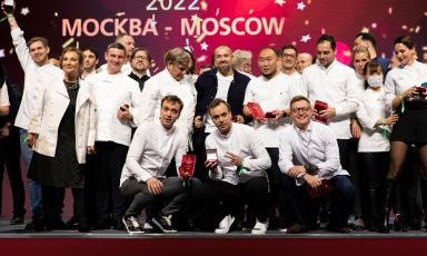 Festa a Mosca per le premiazioni della prima guida Michelin dedicata alla capitale russa. Trionfatori sono i gemelli Ivan e Sergey Berezutski, qui sopra sono i due ragazzi accosciati