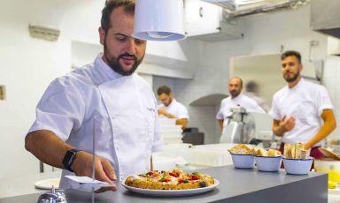 Matteo Aloe, col fratello Salvatore, ha creato un piccolo (non troppo piccolo) impero di pizzerie di altissima qualità. Ora ovviamente è alle prese con l'emergenza. Ma ha idee chiare...