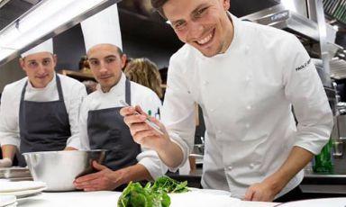 Paolo Griffa al lavoro. Classe 1991, è chef al Petit Royal,insegna gastronomica all'interno GrandHotel Royal eGolfdi Courmayeur