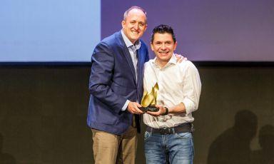 Ciro Evangelista, CFO di Next Cooking Generation, riceve il premio per waveco