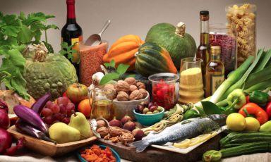 Che mangiare in questi giorni? Anche in isolamento, sì alla dieta mediterranea