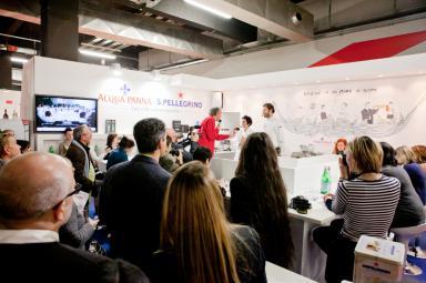 Il pubblico di Identità Milano 2013 assiste all'incontro tra sport e cucina