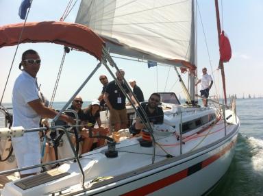 L'imbarcazione italiana con lo chef Iannotti è pronta a iniziare la regata