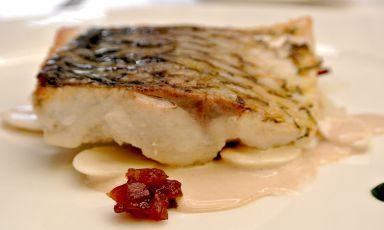 Il Cavedano... radici, albicocche, mandorle e alloro, piatto tratto dalla carta del Kitchen, il nuovo ristorante di Paolo Lopriore in località Tavernola a Como, telefono +39.031.516460.