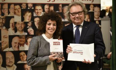 Elisa Bellavia on the stage of Eataly Smeraldo, where she received (from Carlo Bianchi, Area Manager of Cavit) the award for best sommelier according to Guida 2015 di Identità Golose. Elisa has been working with the Costardi brothers since she was 17, inside the restaurant of Hotel Cinzia which was recently renamed with the names of the two chefs, Christian & Manuel (tel. +39.0161.253585). That &, they are keen on pointing out, is very important to them because it recalls the great work, between dining room and cellar, made by Elisa Bellavia and other members of the staff (photo by Brambilla / Serrani)