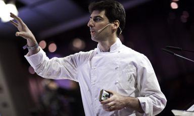 Massimiliano Alajmo, relatore da sempre a Identità Milano, in uno scatto che risale alla scorsa edizione del congresso di cucina d'autore. Prossimo appuntamento dal 10 al 12 febbraio 2013, sempre nel centro congressi di via Gattamelata