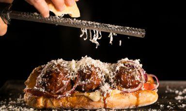 Panini di Sicilia, l'identità gastronomica dell'isola raccontata tra fette di pane