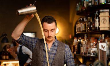 Il romano Flavio Angiolillo, per molti anni trapiantato in Francia e in altrecittà del mondo. A Milano ha apertoMag,1930 Cocktail Bar, Backdoor43, il Barba e Iter