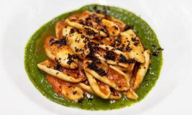 Miskiglio lucano con ragù di salsicce, crema di cicoria, mollica e peperone crusco: il piatto del 2021 di Maria Lucia Vizzano e Savino Di Noia