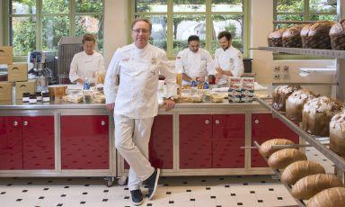 Gian Piero Vivalda, classe 1968, chef-patron dell'Antica Corona Reale di Cervere, in provincia di Cuneo. Ha trasformato l'osteria di famiglia in una maison all'italiana. Le foto dello chef e della sala sono diDavide Dutto
