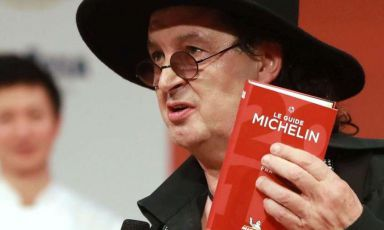 Veyrat accusa: 'La Michelin mi ha tolto la stella senza aver mangiato da me'