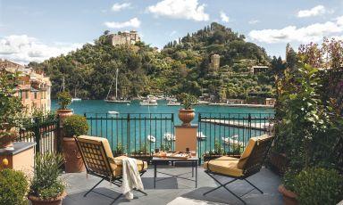 La terrazza dellaAva Gardner Suite - con vista meravigliosa - delloSplendido Mare a Portofino, hotel del gruppo Belmond che ha riaperto da pochi giorni, dopo lunga ristrutturazione. In cucina sono arrivati i fratelli Cerea