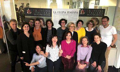 La squadra de La Cucina Italiana che prenderà parte a Identità Milano 2019. In primo piano, con la maglietta chiara, il direttore Maddalena Fossati.Alla sua sinistra Fiammetta Fadda,contributing editor della rivista