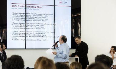Paolo Marchi presenta il programma di Identità Expo: è stato il momento clou della conferenza tenutasi a Expo Gate, presenti numerosi chef e un folto pubblico