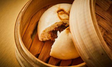 Baozi ripieni di maiale e cavolo verza: la ricetta del delivery di Gong a Milano