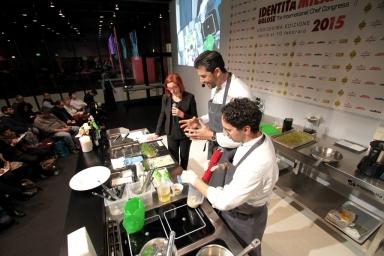 Andrea Berton ha una tecnica per avere pasta sempre al dente, anche in molte porzioni: cuoce al 40% e poi mette in abbattitore