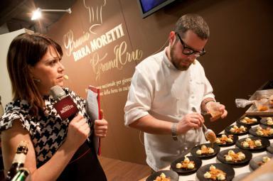 Eugenio Boer prepara il suo Topinambur, cioccolato bianco, arancia, marroni e Birra Moretti Grand Cru