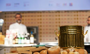 Bread is gold. This was also the lesson during Identità Milano 2015, when Massimo Bottura recovered old bread in a gold bin to give importance to food waste
