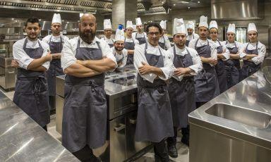 La brigatadello chefDomingo Schingarodel ristoranteDue Camini(1 stella Michelin) situato nel resortBorgo Egnazia, Savelletri (Brindisi)