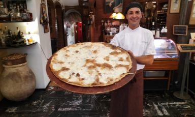 La focaccia di Recco Igp preparata dallo chef Federico Bisso dello storico ristorante Da O Vittorio