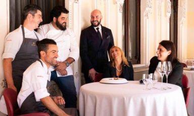 In alto al centro, Antonino Cannavacciuolo e Massimo Raugi, pilastri di cucina e sala di Villa Crespi a Orta San Giulio (Novara), 2 stelle Michelin