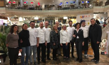 I cuochi East Lombardy impegnati all'Eataly Smeraldo di Milano per il Festival delle paste ripiene. Con loro c'è Claudio Ceroni, di MagentaBureau, primo da destra