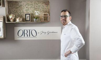 Il giovane chef Jorg Giubbani firma l'offerta gastronomica al Villa Edera, delizioso hotel gestito dalla famiglia Schiaffino a Moneglia, in provincia di Genova