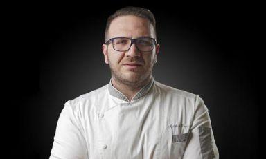 Agostino Iacobucci, chef di Castellammare di Stabia (Napoli), classe 1980. Da poco più di due anni è al timone del ristorante Villa Zarri, a Castel Maggiore (Bologna)
