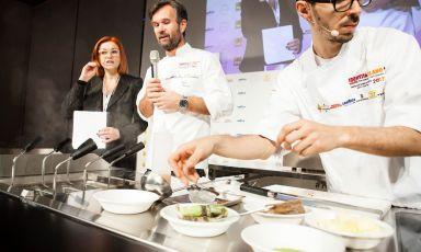 Carlo Cracco con Eleonora Cozzella e il sous Luca Sacchi ha aperto al giornata di Identità di Pasta
