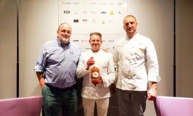 Paolo Marchi con il produttore Mauro Stefanoni,lo chef Danilo Ciavattini e la loro Mortadella con nocciole