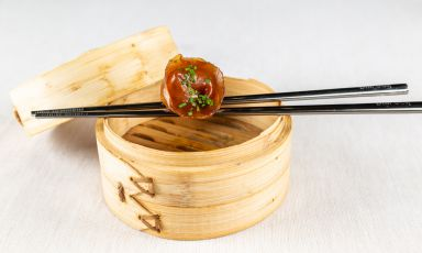 Jiaozi di anatra, in pasta di riso con salsa di so