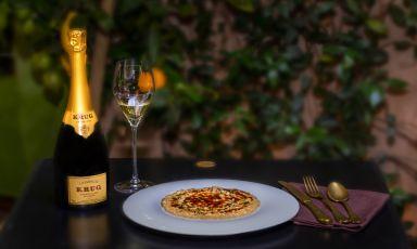 In ogni bottiglia, Krugriesce a condensare la specifica individualità dei numerosi appezzamenti della Champagne. LaGrande Cuvée 164ème Edition èfrutto di un assemblaggio complesso e sapiente, che partedalla vendemmia 2008 per arrivare a includere 127 vini di 11 annate diverse