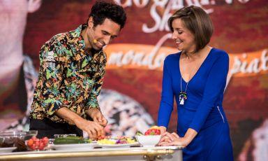 Alberto Minio Paluello è lo chef di Mantra Raw Vegan, ristorante che ha portato anche a Milano la cucina vegana crudista. Recentemente è stato ospite di The CooKing Show, la trasmissione realizzata dalla RAI in collaborazione con Expo Milano 2015 (con la partecipazione anche di Identità Golose), condotta da Lisa Casali. Che per la sua rubrica Green ci presenta il piatto presentato durante il programma (tutte le foto sono di Eugenio Luti per The CooKing Show RAI3)