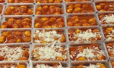 A detail of the portions of Gnocchi alla sorrentina prepared in these days by Francesco Mazzei