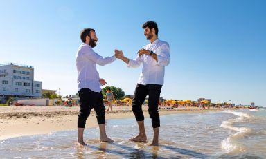 Pierpaolo Ferracuti e Richard Abou Zaki sulla spiagga del Lido di Fermo